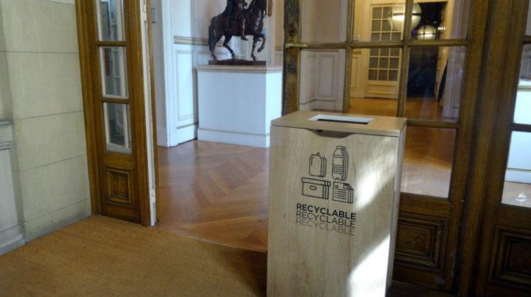 Poubelle de tri sélectif mairie de Versailles